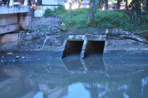 Drainase menyatu dengan aliran limbah